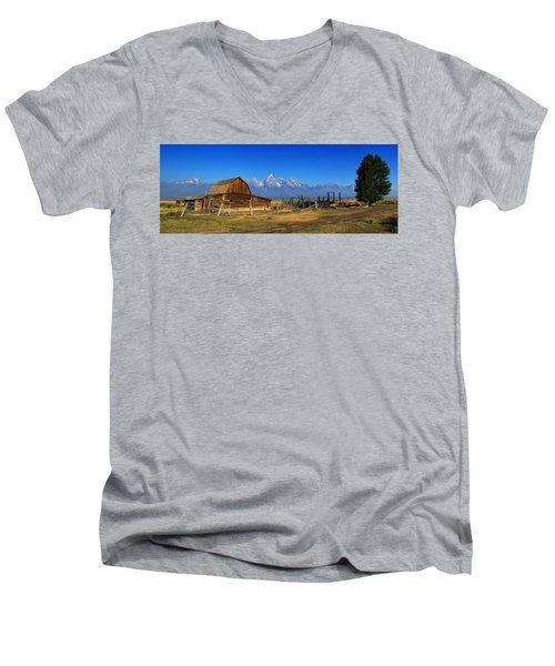 Antelope Barn Men's V-Neck T-Shirt