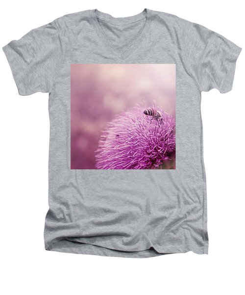 Beauty And The Bee Men's V-Neck T-Shirt