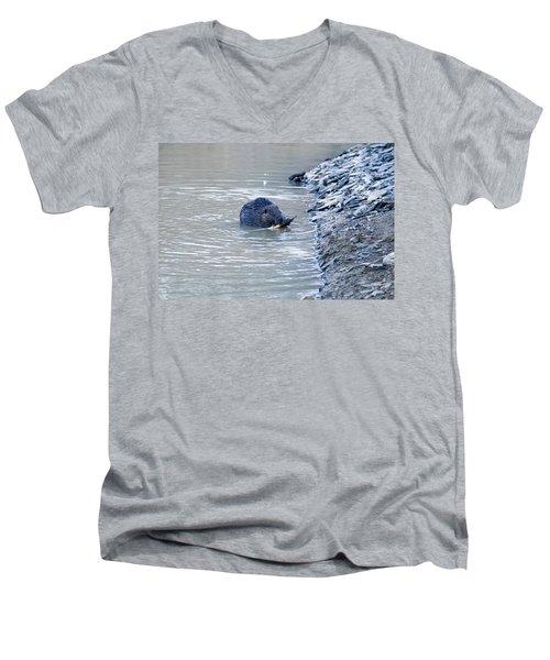 Beaver Chews On Stick Men's V-Neck T-Shirt