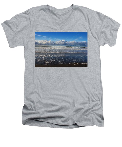 Beckoning Sea Men's V-Neck T-Shirt