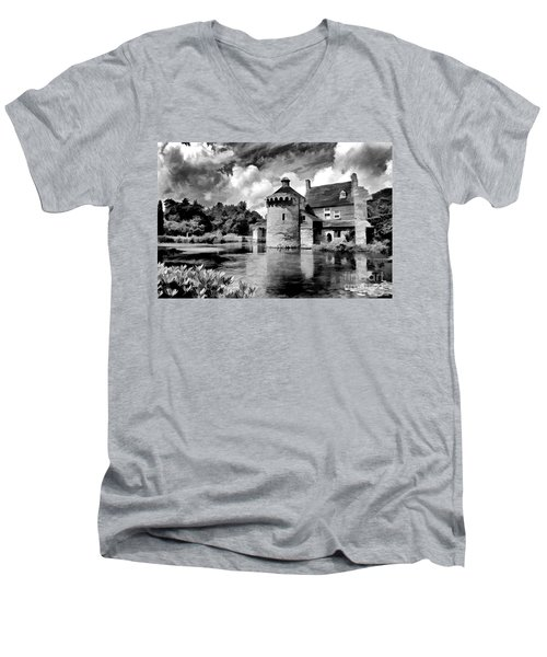 Scotney Castle In Mono Men's V-Neck T-Shirt