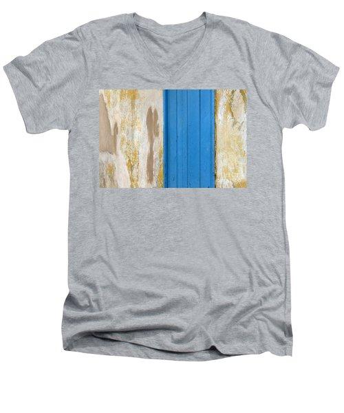 Blue Door Men's V-Neck T-Shirt