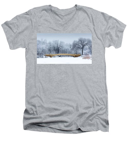 Bow Bridge In Central Park Nyc Men's V-Neck T-Shirt