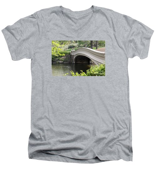 Bow Bridge Iv Men's V-Neck T-Shirt