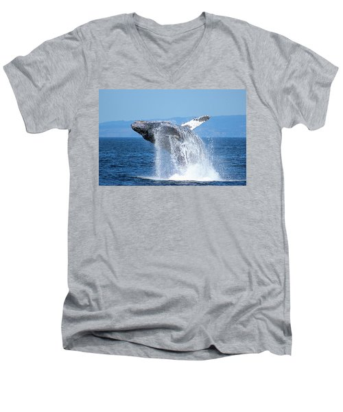 Breaching Humpback Men's V-Neck T-Shirt