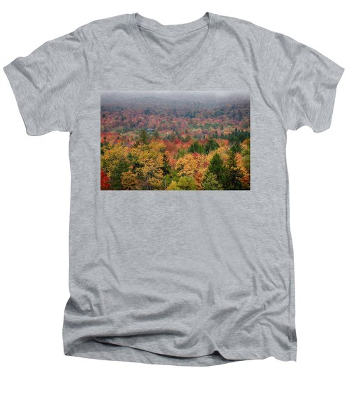 Cabin In Vermont Fall Colors Men's V-Neck T-Shirt