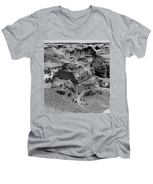Canyon De Chelly Men's V-Neck T-Shirt