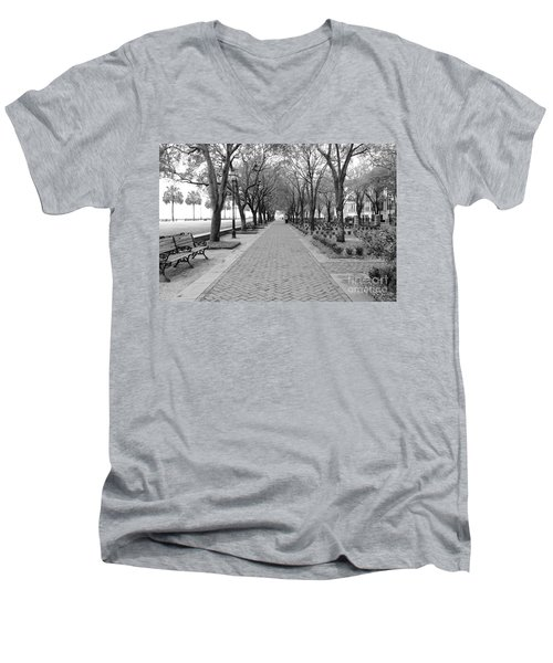 Charleston Waterfront Park Walkway - Black And White Men's V-Neck T-Shirt
