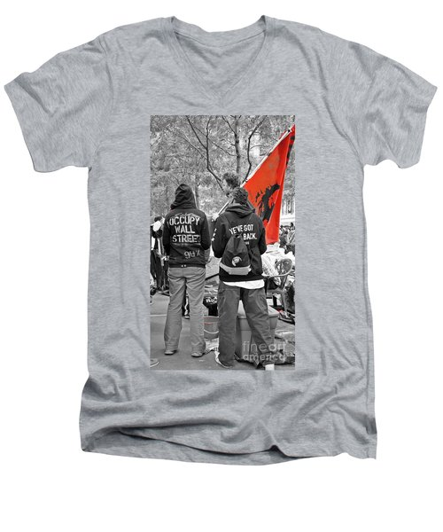 Men's V-Neck T-Shirt featuring the photograph Che At Occupy Wall Street by Lilliana Mendez