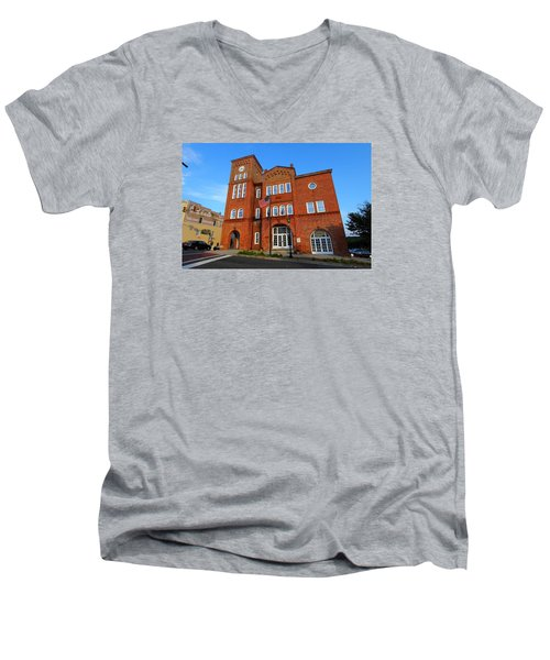 Chester City Hall Men's V-Neck T-Shirt