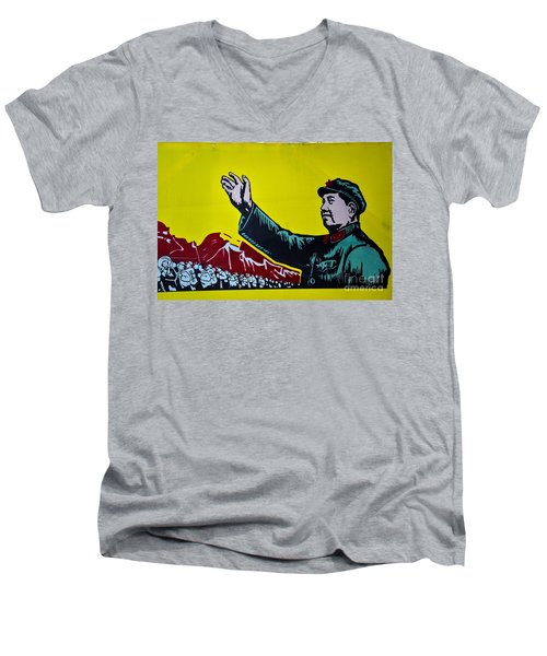 Chinese Communist Propaganda Poster Art With Mao Zedong Shanghai China Men's V-Neck T-Shirt