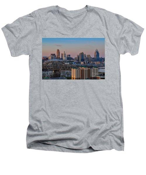 D9u-876 Cincinnati Ohio Skyline Photo Men's V-Neck T-Shirt