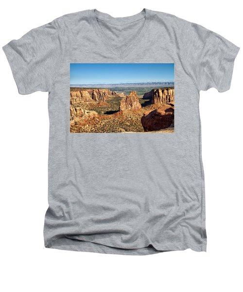 Colorado National Monument Men's V-Neck T-Shirt
