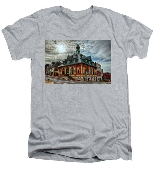 Customs House Museum Men's V-Neck T-Shirt