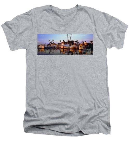 Men's V-Neck T-Shirt featuring the photograph Daytona Sonny Boy And Miss Hazel by Tom Jelen