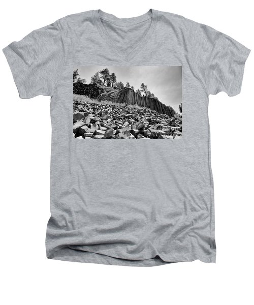 Devils Postpile National Monument Men's V-Neck T-Shirt