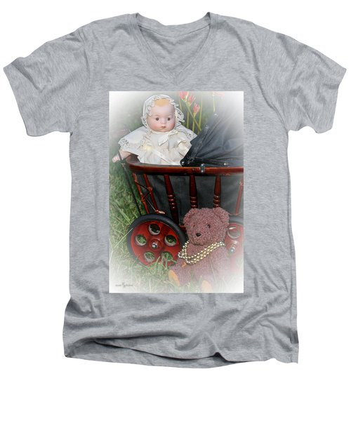Doll And Teddy Men's V-Neck T-Shirt