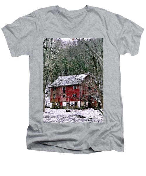Men's V-Neck T-Shirt featuring the photograph Pennsylvania Dusting by Michael Hoard
