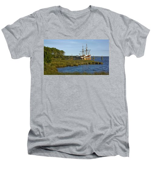 Men's V-Neck T-Shirt featuring the photograph Elizabeth II In Port  by Greg Reed