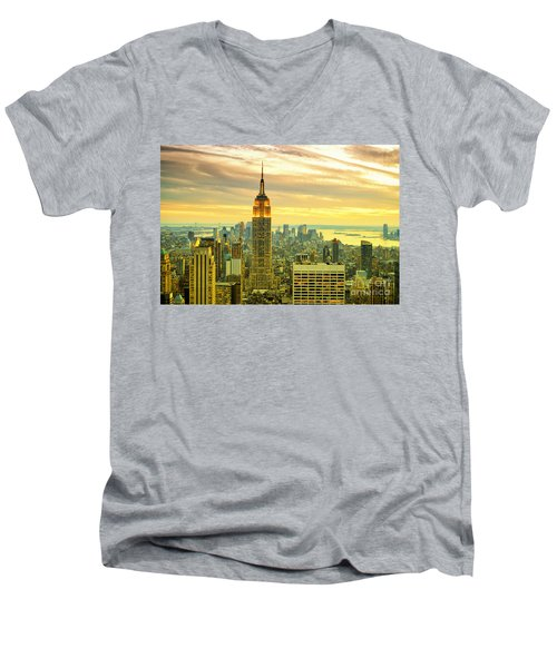 Empire State Building In The Evening Men's V-Neck T-Shirt