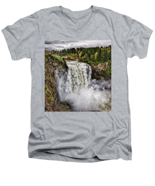 Falls In Love Men's V-Neck T-Shirt