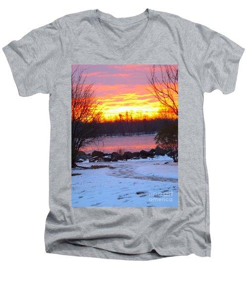 Fire And Ice Sunrise On The Delaware River Men's V-Neck T-Shirt