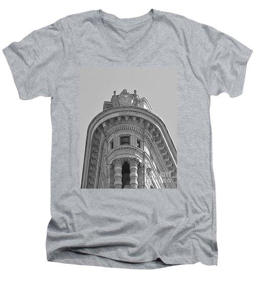 Flatiron Detail Men's V-Neck T-Shirt