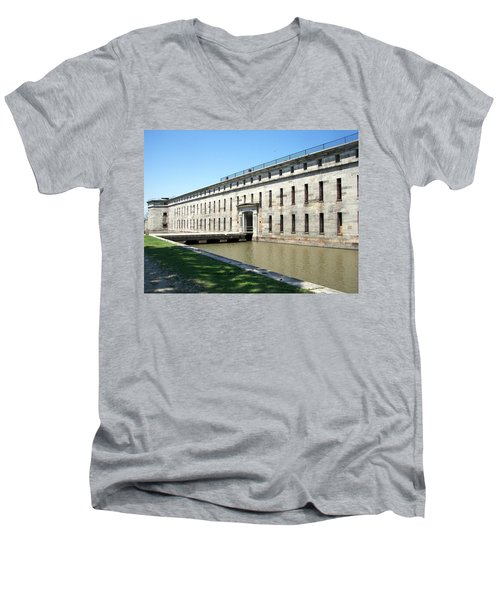 Fort Delaware Sally Port Entrance Men's V-Neck T-Shirt