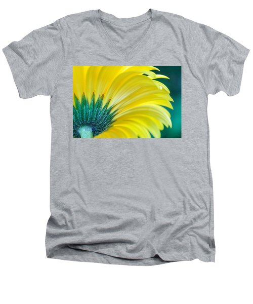 Gerber Daisy Men's V-Neck T-Shirt