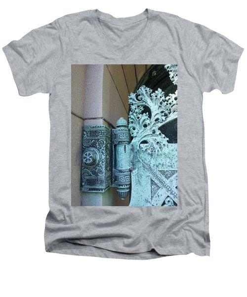 Getty Tomb Detail Men's V-Neck T-Shirt