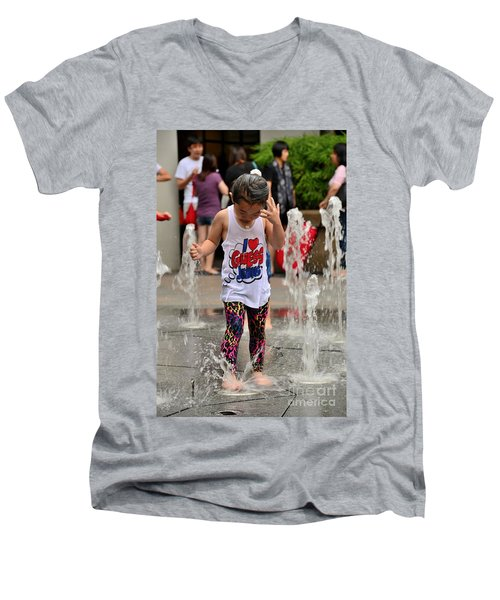 Girl Child Plays With Water At Fountain Singapore Men's V-Neck T-Shirt
