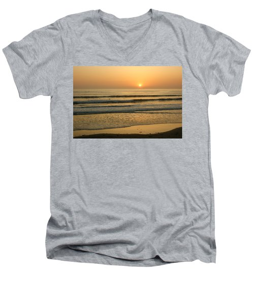 Golden California Sunset - Ocean Waves Sun And Surfers Men's V-Neck T-Shirt