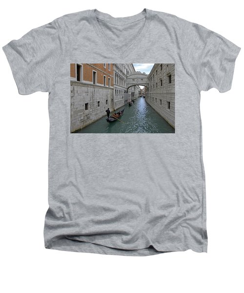 Gondolas Under Bridge Of Sighs Men's V-Neck T-Shirt