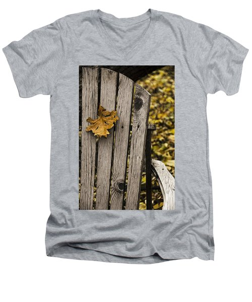 Hanging On Men's V-Neck T-Shirt
