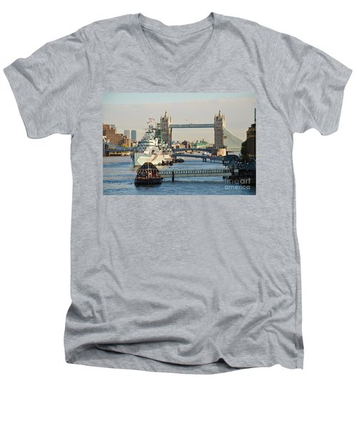 Hms Belfast London Men's V-Neck T-Shirt