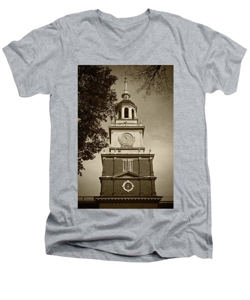 Independence Hall - Bw Men's V-Neck T-Shirt