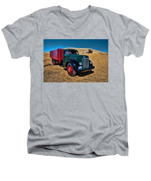 International Farm Truck Men's V-Neck T-Shirt