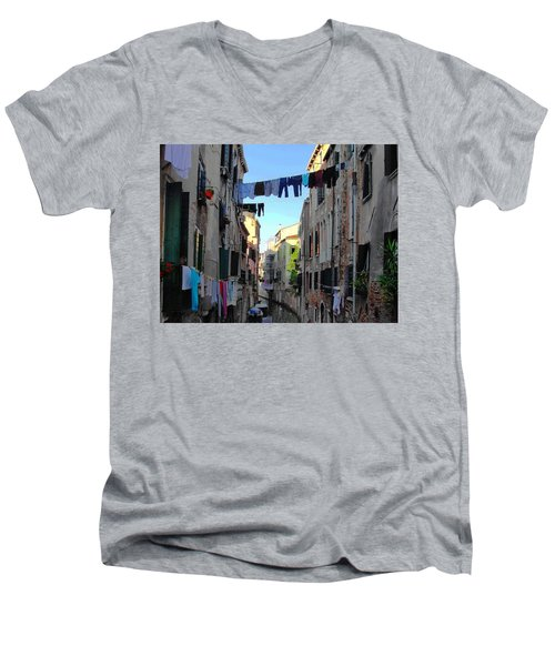 Italian Clotheslines Men's V-Neck T-Shirt