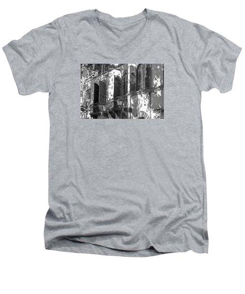 Italian Facade In Bw Men's V-Neck T-Shirt