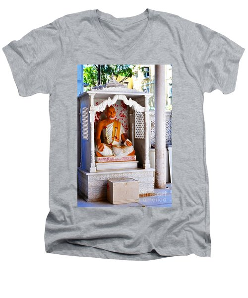 Jain Idol Men's V-Neck T-Shirt