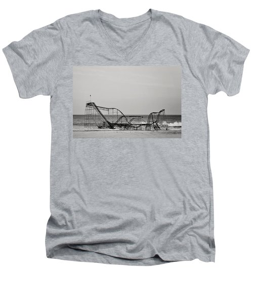 Jet Star  Men's V-Neck T-Shirt