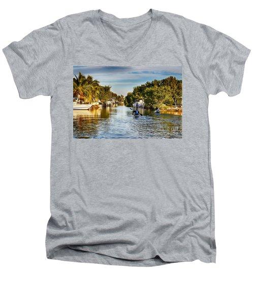Kayaking The Canals Men's V-Neck T-Shirt