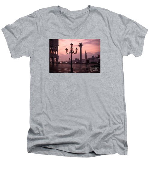 Lamppost Of Venice Men's V-Neck T-Shirt