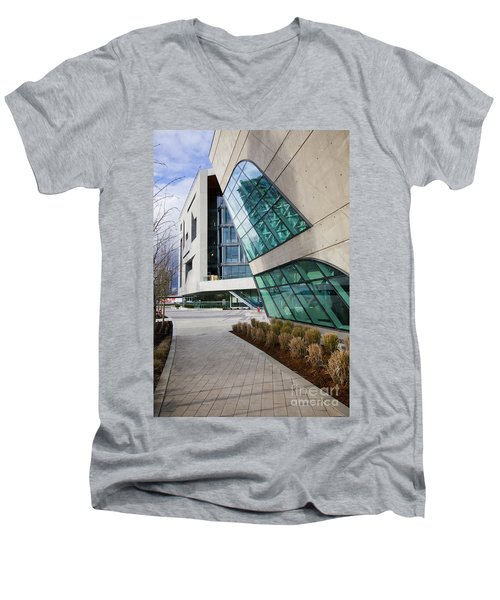 Leaning Men's V-Neck T-Shirt