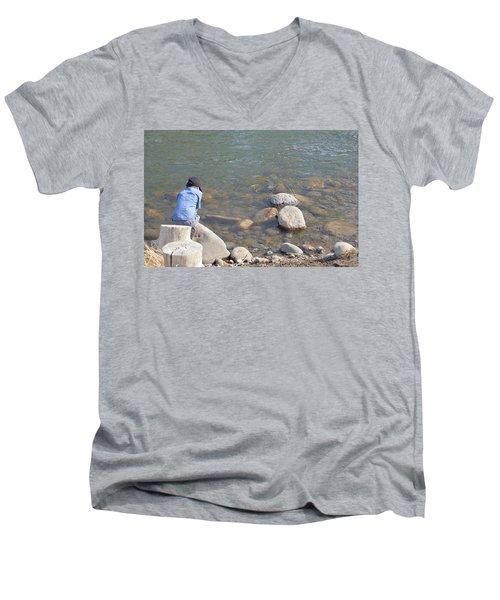 Look Close  Men's V-Neck T-Shirt