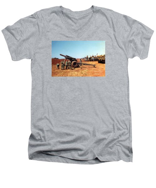 M114 155 Mm Howitzer Was A Towed Howitzer 4th Id Pleiku Vietnam Novembr 1968 Men's V-Neck T-Shirt