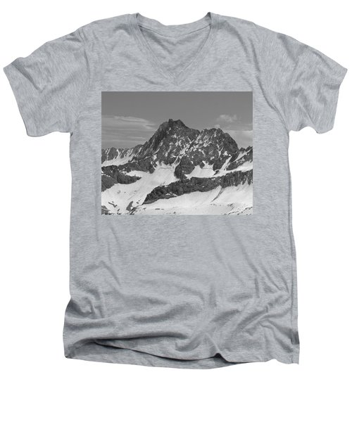 406429-e-middle Palisade Bw Men's V-Neck T-Shirt