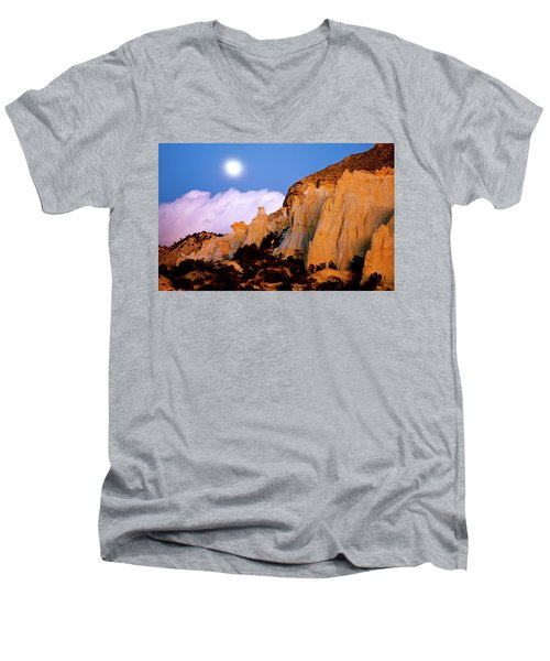 Moonrise Over The Kaiparowits Plateau Utah Men's V-Neck T-Shirt by Ed  Riche