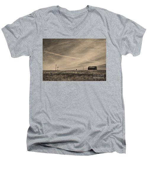 An Abandoned Nebraska Barn Men's V-Neck T-Shirt