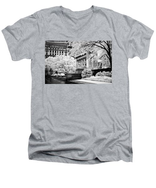 New York Public Library Ir Men's V-Neck T-Shirt